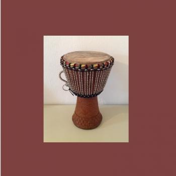 gro e djemb trommel aus senegal africa charity shop. Black Bedroom Furniture Sets. Home Design Ideas